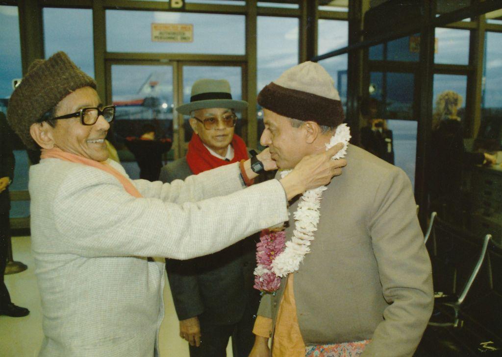 1989-03-24 at Sacramento Airport - Swamis Shraddhananda and Pramathananda welcomes Swami Prapannananda on  his arrival at Sacramento