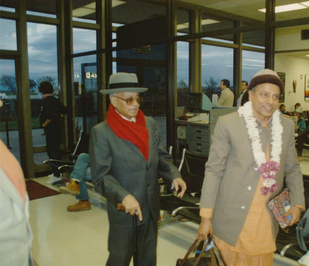1989-03-24 at Sacramento Airport