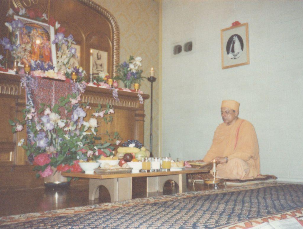1989-05-06 Ramnavami Sacramento 1 - Swami Prapannananda doing Ramanavami Puja