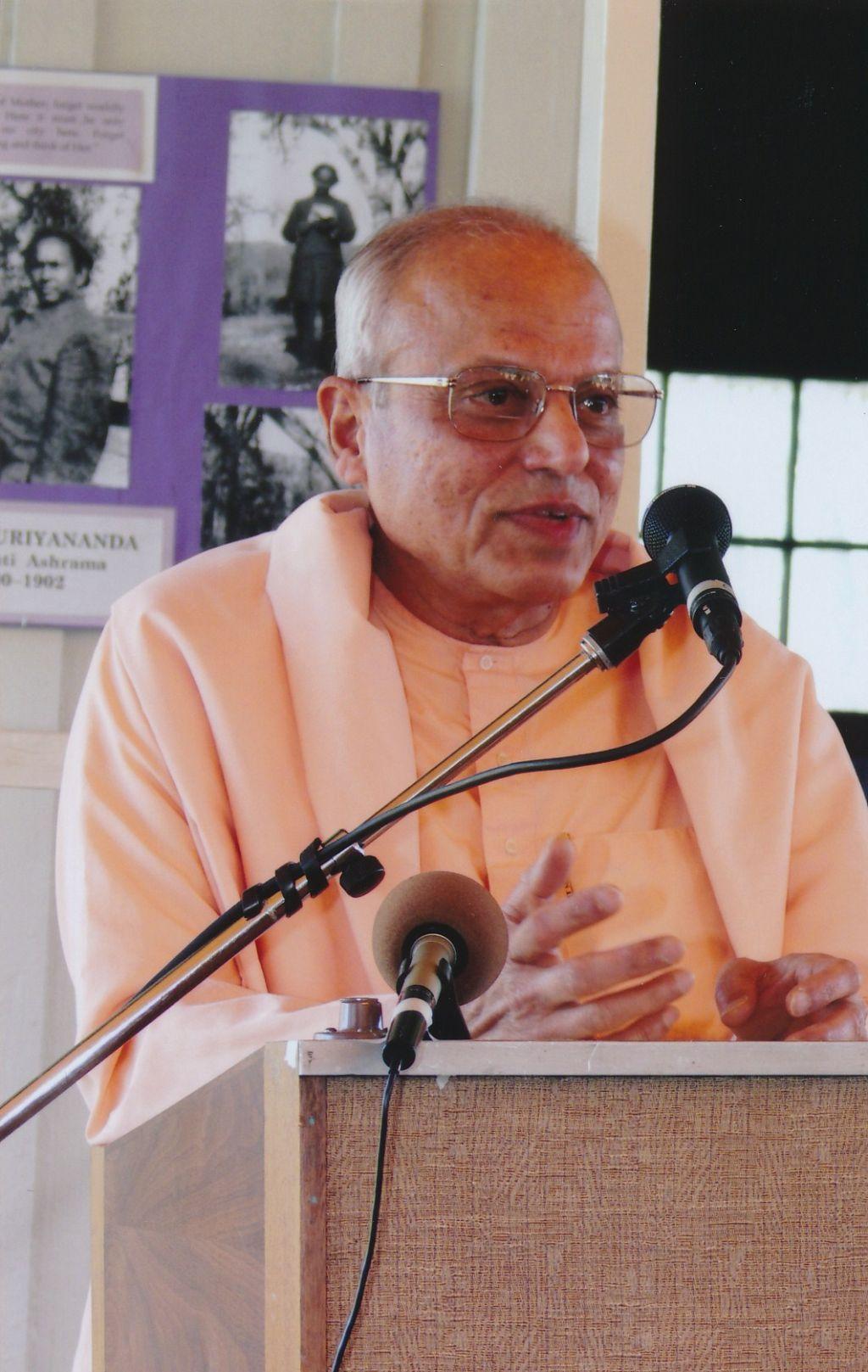 2006-6-19 Swami Prapannananda at Shanti Ashram
