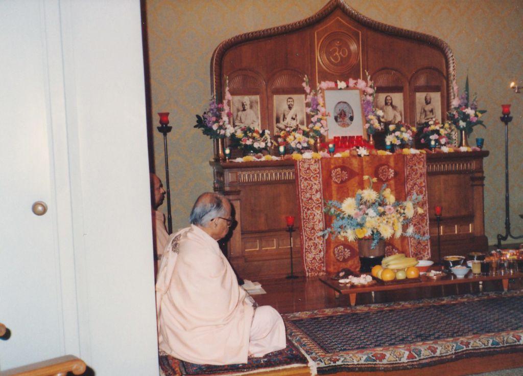 Jagaddhatri Puja, Swami Shraddhananda and Swami Prabuddhananda