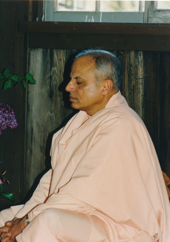 Sw. Prapannanda at the Shanti Ashrama Meditation Cabin