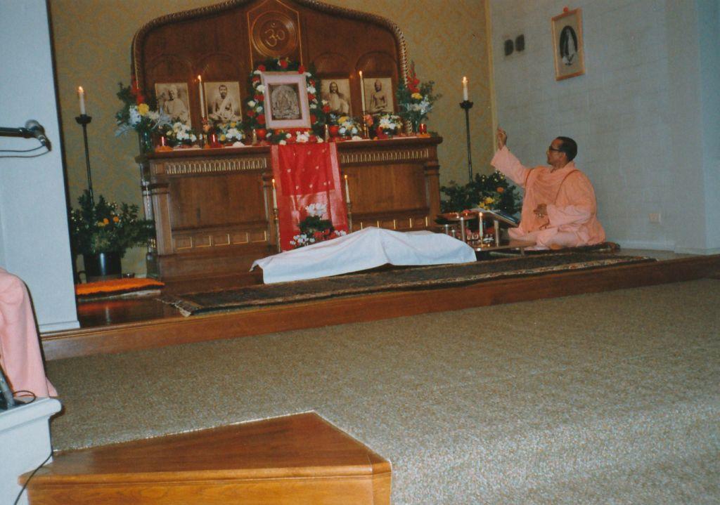 Swami Pramathananda doing Durga Puja
