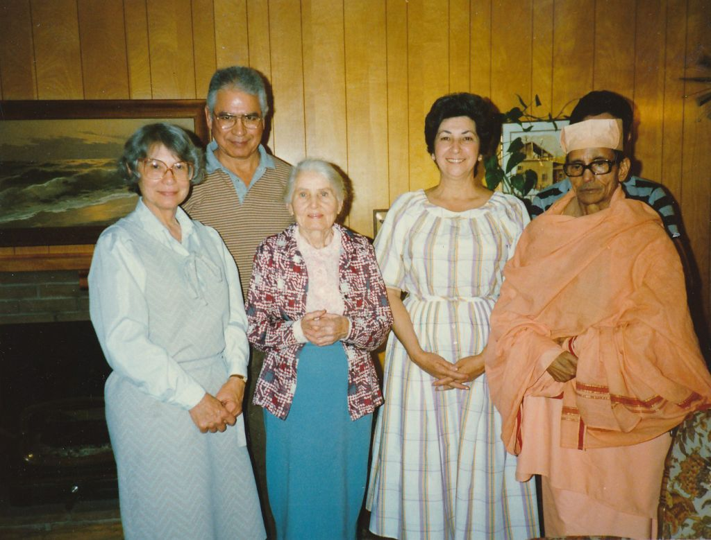 Swami Pramathananda with Sally Marlin, Ed Melen, Miss Sutton and others - 1