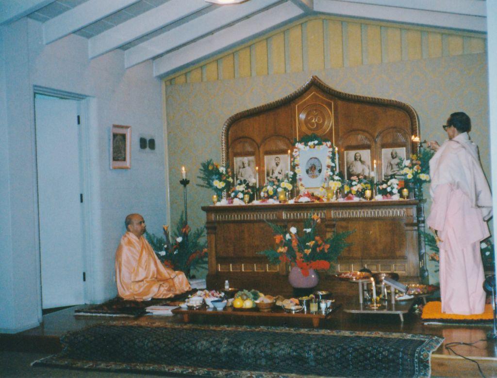 Swami Pramathanandaji doing Jagaddhatri Puja