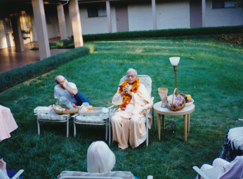 Swami Shraddhananda talking on a birthday