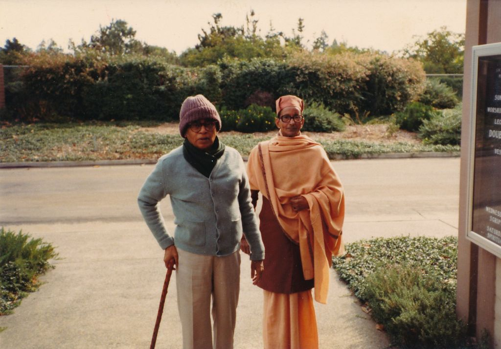 Swami Shraddhananda with Swami Pramathananda