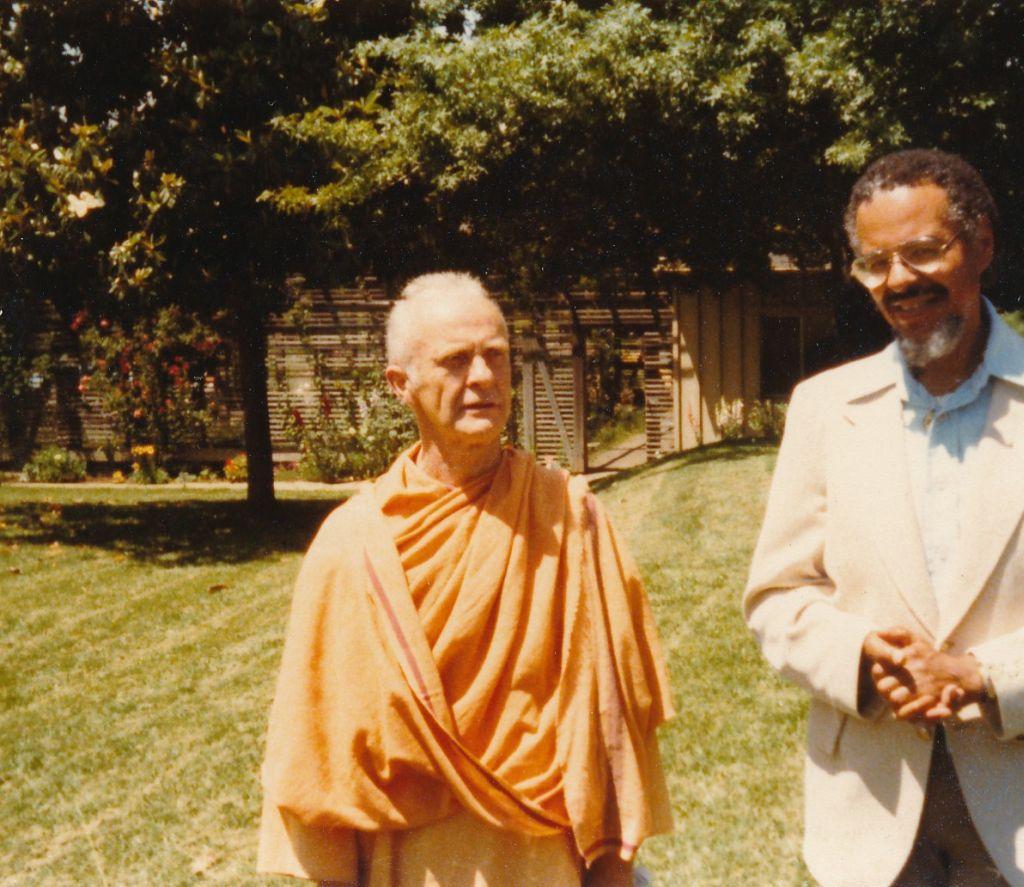Swami Yogeshananda with a devotee